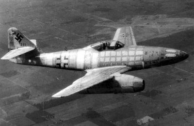 Me 262 Pesawat Tempur Jet Oeprasional Pertama Buatan Jerman