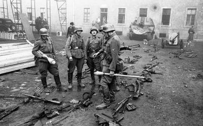 Pasukan SS yang Dipersenjatai Panzerfaust