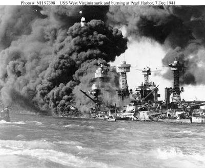 Tenggelamnya USS West Virginia (Sumber : http://www.voodoo-world.cz)