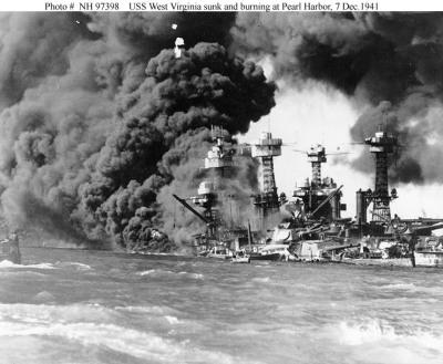 Tenggelamnya USS West Virginia (Sumber : http://www.voodoo-world.cz)
