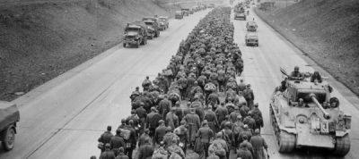 Penyerahan Ribuan Tentara Jerman di Dekat Frankfurt Am Rhein (http://www.historynet.com/)