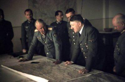 Manstein Berdiskusi Dengan Hitler